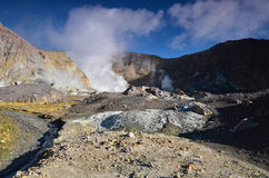 Surface du cratère d'un volcan actif Quelque part en Nouvelle Zélande Photo libre de droits