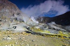 Surface du cratère d'un volcan actif Quelque part en Nouvelle Zélande Photographie stock libre de droits
