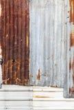 Surface en acier galvanisée ondulée rouillée de feuillard de fer pour t photos stock