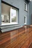 Surface en bois extérieure humide Photographie stock libre de droits