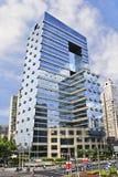 Surface en verre d'un gratte-ciel à Changhaï, Chine Photos libres de droits