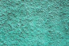 Surface granulaire bleu vert verte bleue de mur avec le soulagement profond et les ombres Texture approximative photographie stock