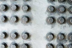 Surface métallique grise avec les têtes de boulon hexagonales Images libres de droits
