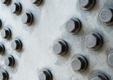 Surface métallique grise avec les têtes de boulon hexagonales Photographie stock