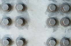 Surface métallique grise avec les têtes de boulon hexagonales Photos stock