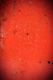 Surface métallique rouge rayée, fond grunge Photos libres de droits