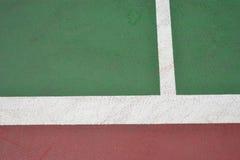Surface rouge et verte de court de tennis Photo stock