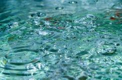surface vatten för guld- krusningar Royaltyfri Bild