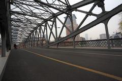 Surface vide de plancher de route avec l'ironbridge Photos libres de droits