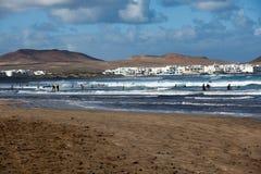 Surfant à Lanzarote, l'Espagne Photo libre de droits