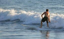 Surfar Fotografia de Stock Royalty Free