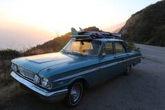 Surfar clássico do baixio do carro imagens de stock