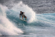 Surfar em Maldives Imagens de Stock