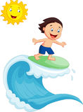Surfar feliz dos desenhos animados do rapaz pequeno Fotos de Stock Royalty Free