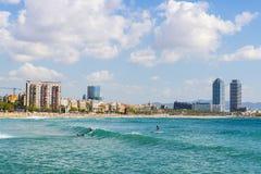 Surfare i Barcelona Arkivbild