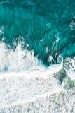 Surfare i det blåa vattnet på soluppgång royaltyfria foton