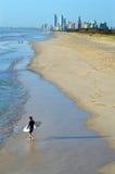 Surfare i surfareparadiset Queensland Australien Fotografering för Bildbyråer