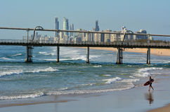 Surfare i surfareparadiset Queensland Australien Royaltyfria Foton