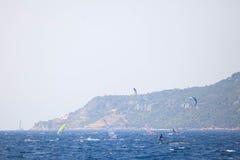 Surfare- och seglingyacht Royaltyfria Bilder