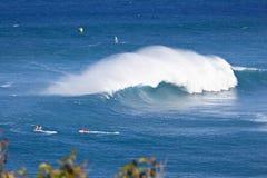 Surfare på Peahi, Maui Fotografering för Bildbyråer
