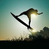 Surfare på solnedgången Arkivfoton
