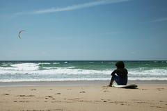Surfare på stranden Arkivfoto