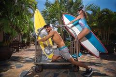 Surfare som har gyckel Royaltyfria Bilder