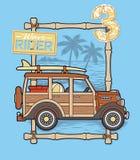 Surfarebil med strandbakgrund Arkivfoto