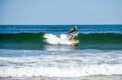 Surfareflicka Fotografering för Bildbyråer