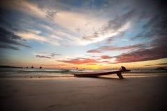 Surfboard on a deserted beach Royalty Free Stock Photos