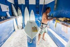 Surfboard Kształtujący Podpalany surfing Obrazy Stock