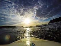 Surfboard na wodzie przy półmrokiem Obraz Royalty Free
