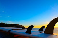 Surfboard silhouette at sunset Royalty Free Stock Photos