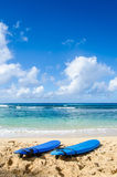 2 Surfboards на песчаном пляже в Гаваи Стоковое фото RF