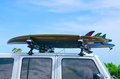Surfboards na ciężarówce w machają odbicia w okno Zdjęcia Royalty Free