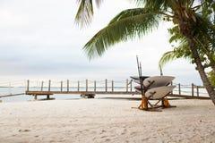 Surfboards na tropikalnej plaży obraz stock