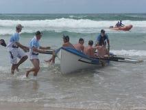 Surfboat che attende corsa Immagini Stock Libere da Diritti