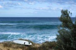 Surfbrett auf dem Strand Stockfoto