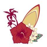 Surfbrett auf Hawaiianer blüht Blumenstraußhibiscus und Plumeria und Palmen Stockbilder