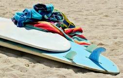 Surfbrett und Tücher 1 Stockfoto