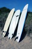 Surfbretter auf Strand Lizenzfreies Stockfoto