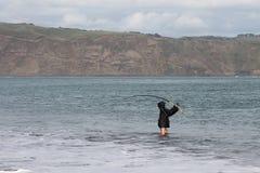 Surfcasting am Strand Stockbild