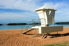 Surfe a torre do lifeguard no parque de Moana de Alá, Honolulu. Fotos de Stock Royalty Free