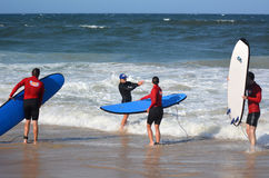 Surfeing lession i Gold Coast Queensland Australien Arkivbilder