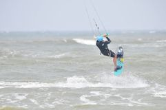 Surfen in die Luft. lizenzfreie stockfotos