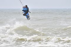 Surfen in die Luft. stockfoto