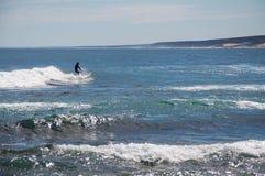 Surfen in Kalbarri: Blauer Loch-Strand Lizenzfreie Stockfotografie