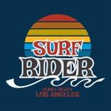 Surfen Sie Reiter Kalifornien-Typografie, T-Shirt Grafiken, Vektor forma Stockfotografie