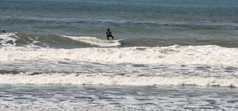 Surfen in Taiwan lizenzfreie stockfotografie