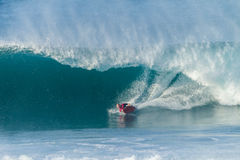 Surfende Bodyboarding-Wellen Stockfotografie